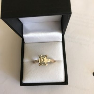 9 Carat Yellow Gold Emerald 2,927 Carat Diamond Ring